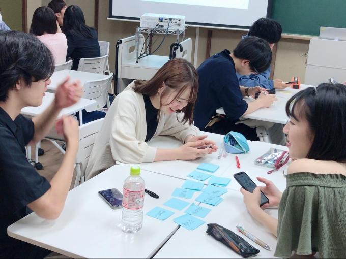 2019年7月、成城大学にて、経済学部の大学生を対象に、金融リテラシーを育むアクティブ・ラーニングプログラム「株の力」が開催されました。