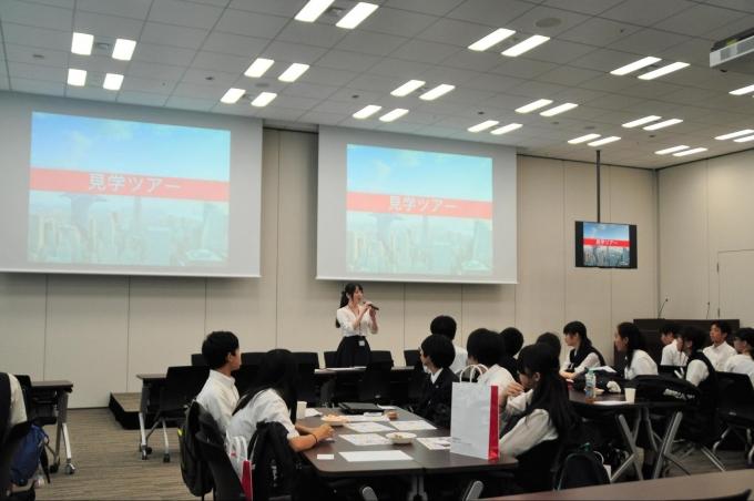 三菱UFJモルガン・スタンレー証券本社に中高生の代表6チームが集まり、探究学習プログラム「株の力」の最終発表を行いました。